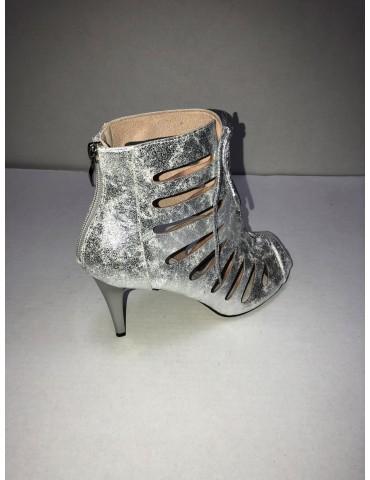 Piękne srebrne botki...