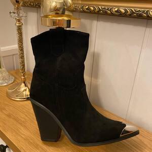 Botek kowbojek . Botki buty # kozaki obuwie #moda #fashion #fashiongirl #modne buty #