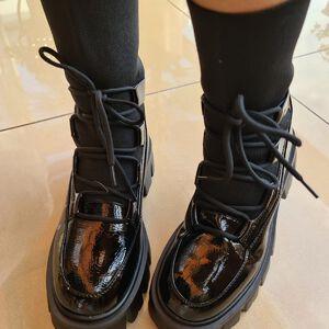 Botek lakierowany #botki #buty #obuwie #modnebuty